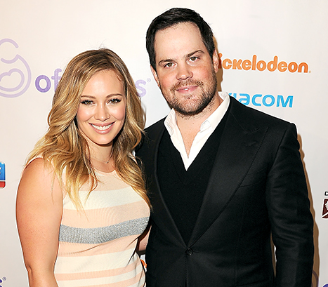 1415914356_mike-comrie-hilary-duff-467